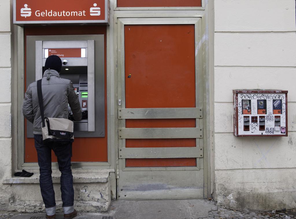 Хакеры совершили удалённые атаки на русские банкоматы