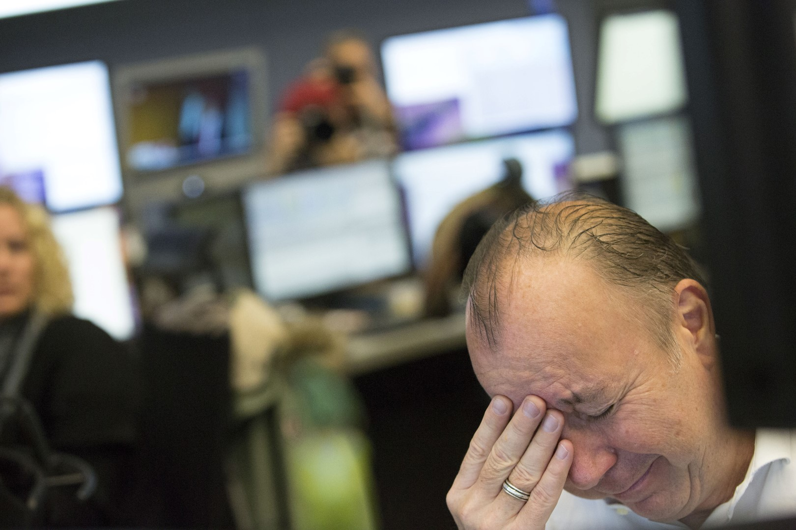 A trader reacts as trading begins inside the Frankfurt Stock Exchange following the U.S. Presidential election result announcement in Frankfurt, Germany, on Wednesday, Nov. 09, 2016. Global markets were thrown into disarray as Donald Trump won the U.S. presidential election, shocking traders after recent polls indicated that Hillary Clinton would be the victor. Photographer: Alex Kraus/Bloomberg