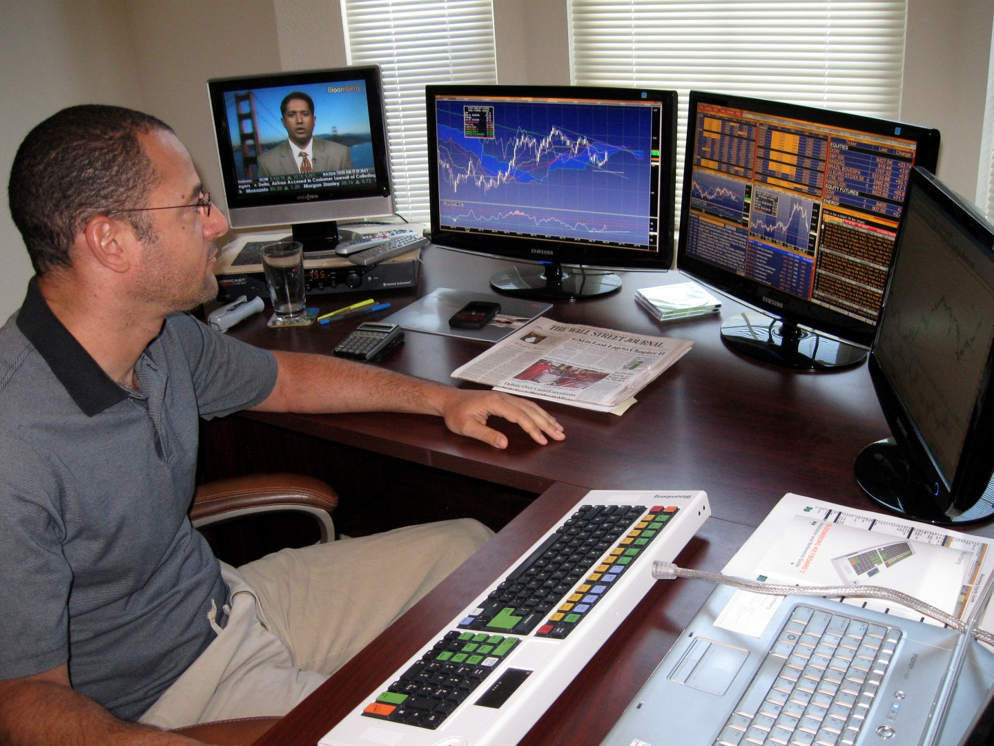Online trader Raymond Firetag works from his home in Sacramento, California in this undated handout photo. After 14 years in real estate, the 43-year old now makes bets on the world's biggest currency pairs, such as the euro/dollar, dollar/Swiss francs, and sterling/yen, on a laptop hooked up to four monitors in his house. To match feature MARKET/CURRENCIES REUTERS/Handout (UNITED STATES BUSINESS) FOR EDITORIAL USE ONLY. NOT FOR SALE FOR MARKETING OR ADVERTISING CAMPAIGNS - RTR247KB