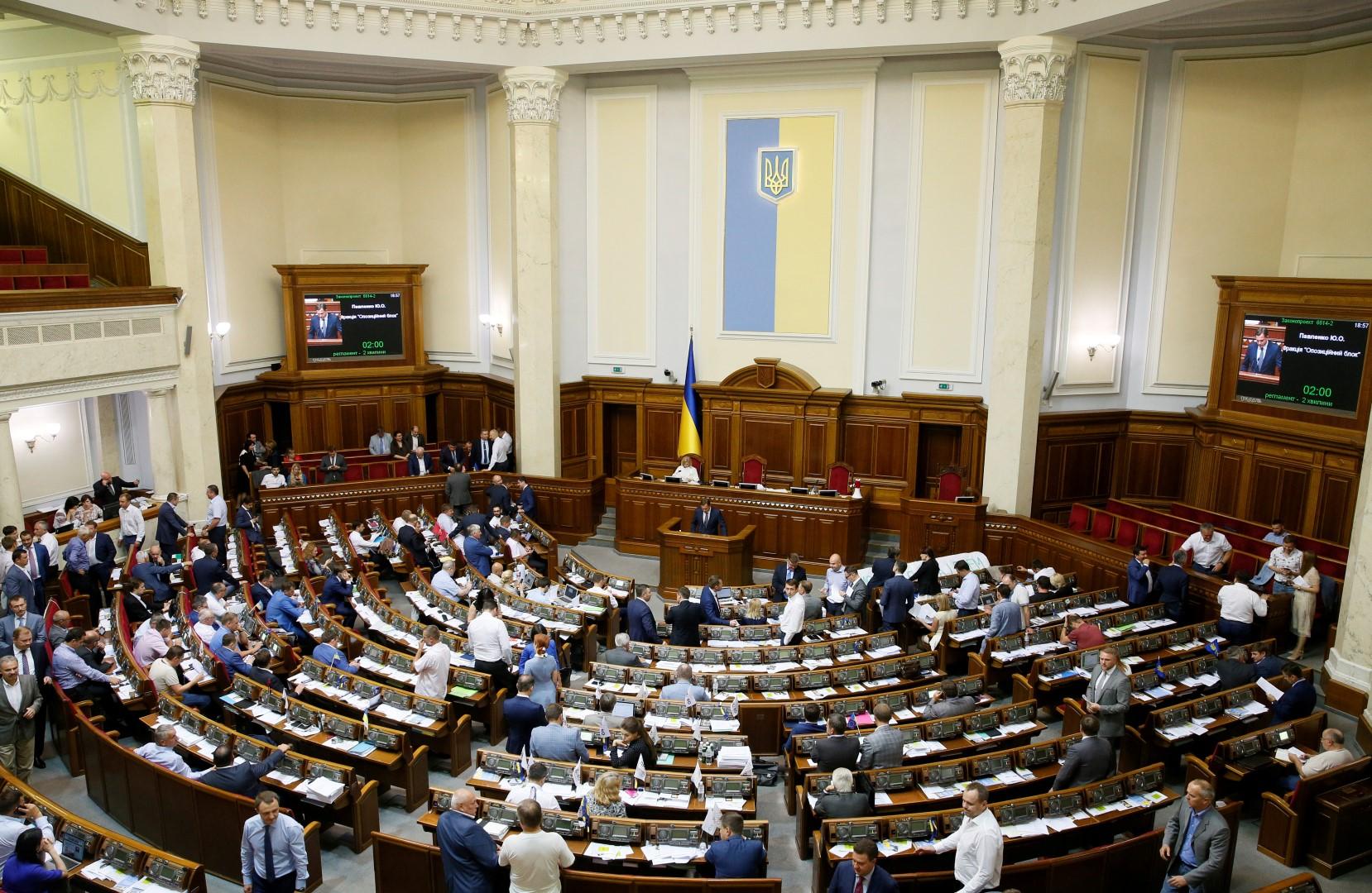 Lawmakers attend a session at the Ukrainian parliament in Kiev, Ukraine, July 13, 2017. REUTERS/Valentyn Ogirenko - RC1182ACC780