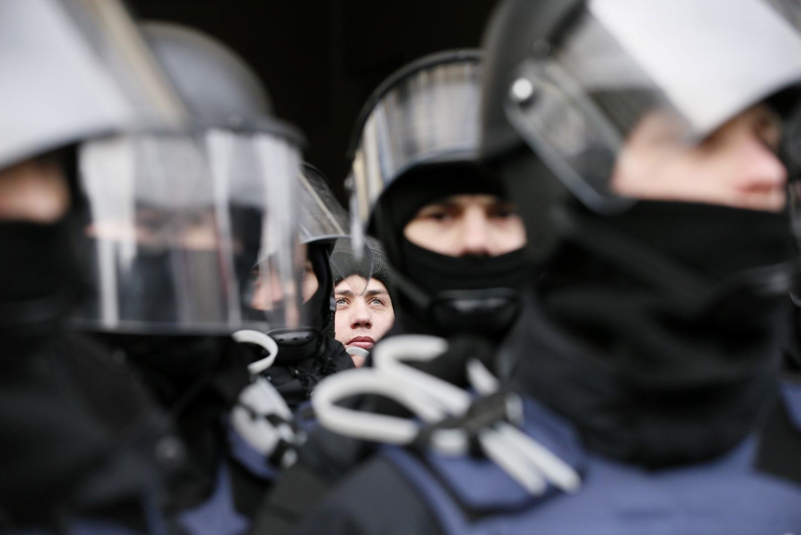 Riot police officers stand guard during a protest of Ukrainian opposition figure and Georgian former President Mikheil Saakashvili's supporters in Kiev, Ukraine December 11, 2017. REUTERS/Gleb Garanich - UP1EDCB0UR80H