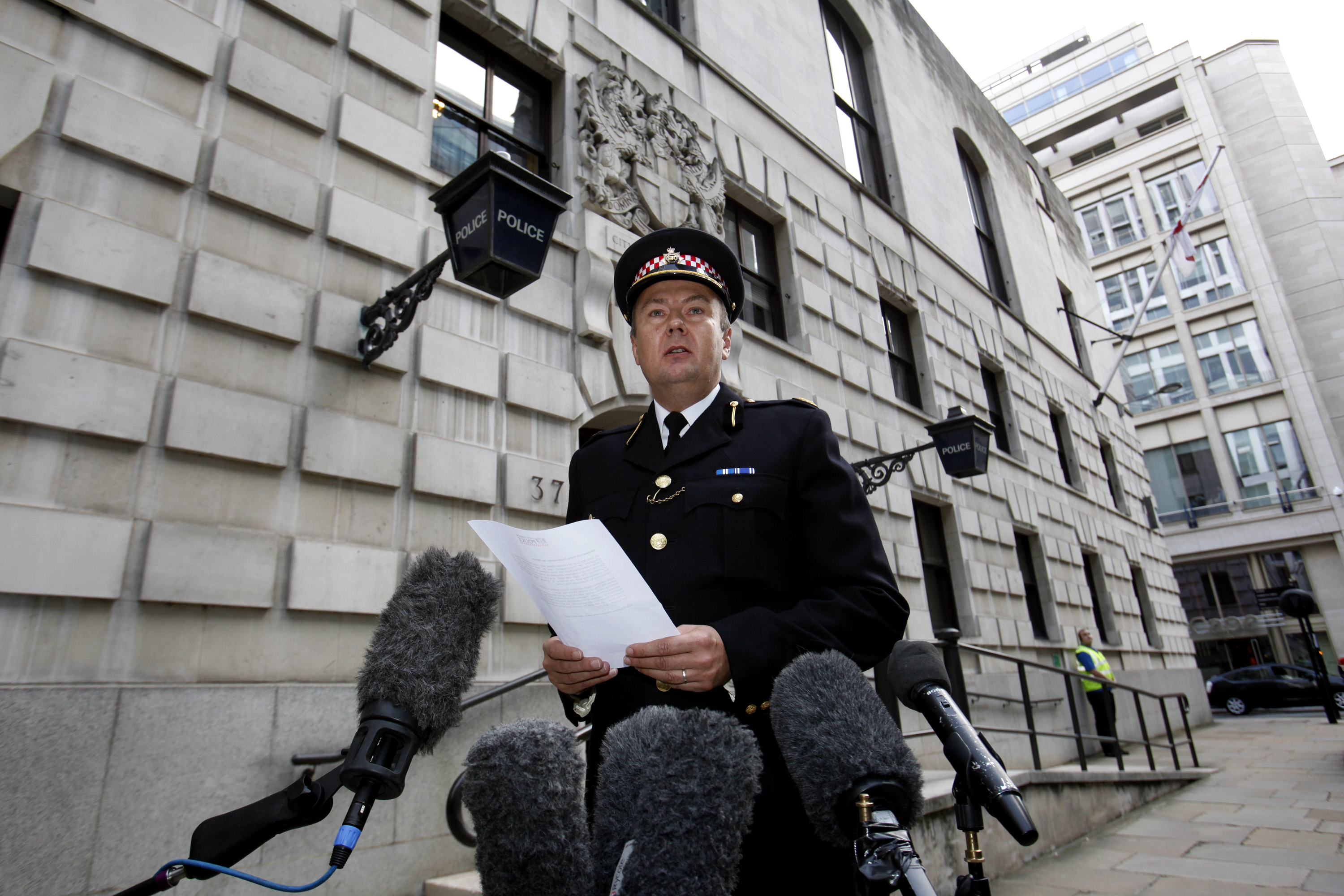 Commander Ian Dyson, of the City of London police, delivers a statement to the media outside Wood Street police station following the arrest of a UBS trader in London, U.K., on Thursday, Sept. 15, 2011. UBS AG, Switzerland's biggest bank, said it may be unprofitable in the third quarter after a $2 billion loss from unauthorized trading at its investment bank. Photographer: Simon Dawson/Bloomberg *** Local Caption *** Ian Dyson
