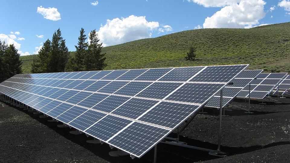 solar-panel-array-1591350_960_720